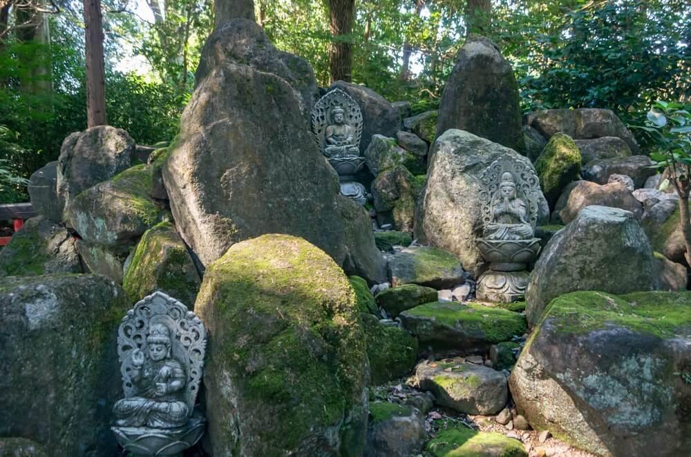 十三仏の石像